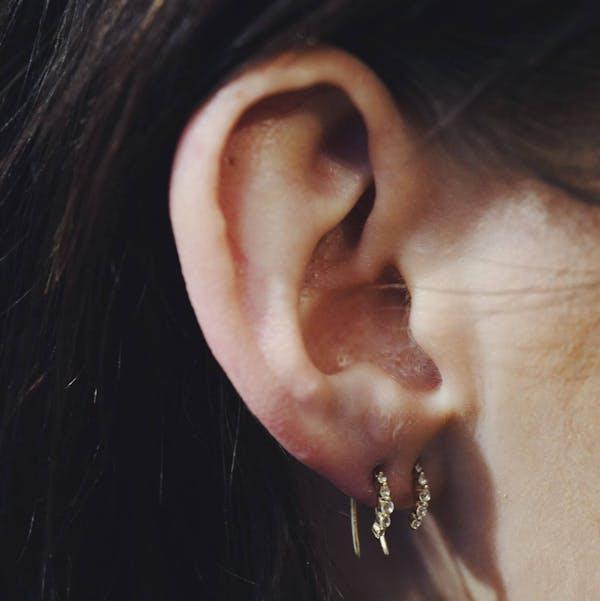 Comet Huggie Earrings in 14K Gold on model