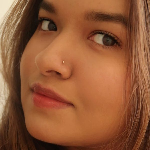 Tiny Trinity Stud L-Shape Nose Ring in 14k Gold on model