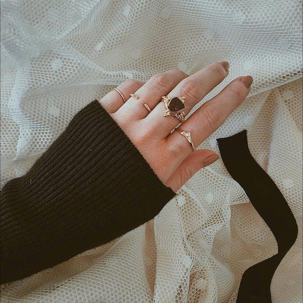 Anja Ring in Gold on model