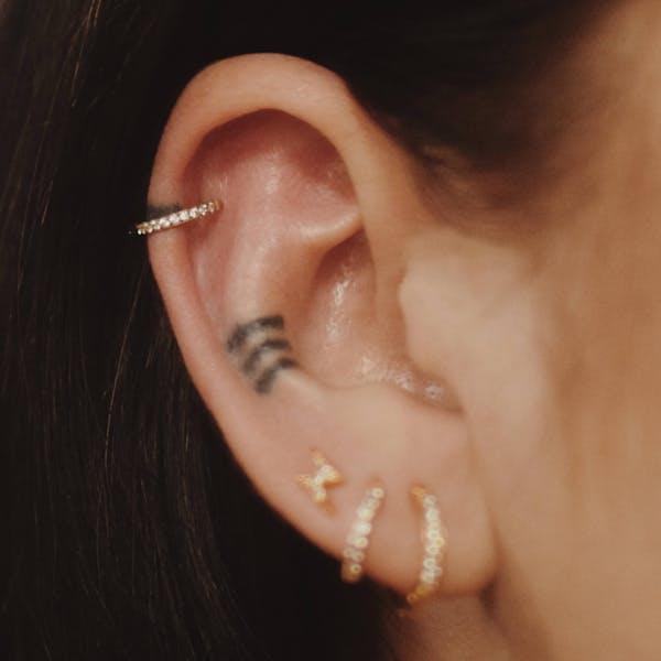 Eternity Cartilage Hoop on model (Titanium - Gold)